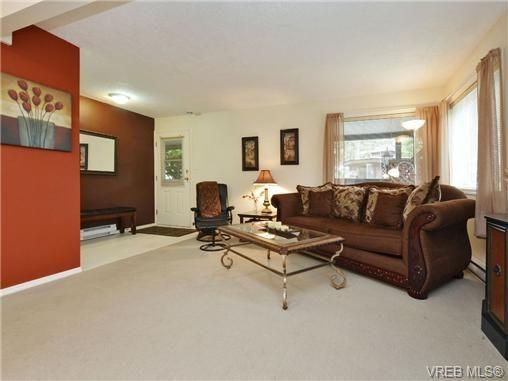 Photo 14: Photos: 1629 Kisber Ave in VICTORIA: SE Mt Tolmie House for sale (Saanich East)  : MLS®# 711136