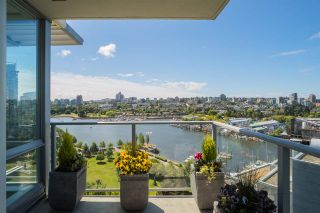 "Photo 1: 1702 638 BEACH Crescent in Vancouver: Yaletown Condo for sale in ""ICON"" (Vancouver West)  : MLS®# R2274580"
