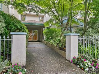 """Photo 2: 202 825 W 15TH Avenue in Vancouver: Fairview VW Condo for sale in """"The Harrod"""" (Vancouver West)  : MLS®# R2614837"""