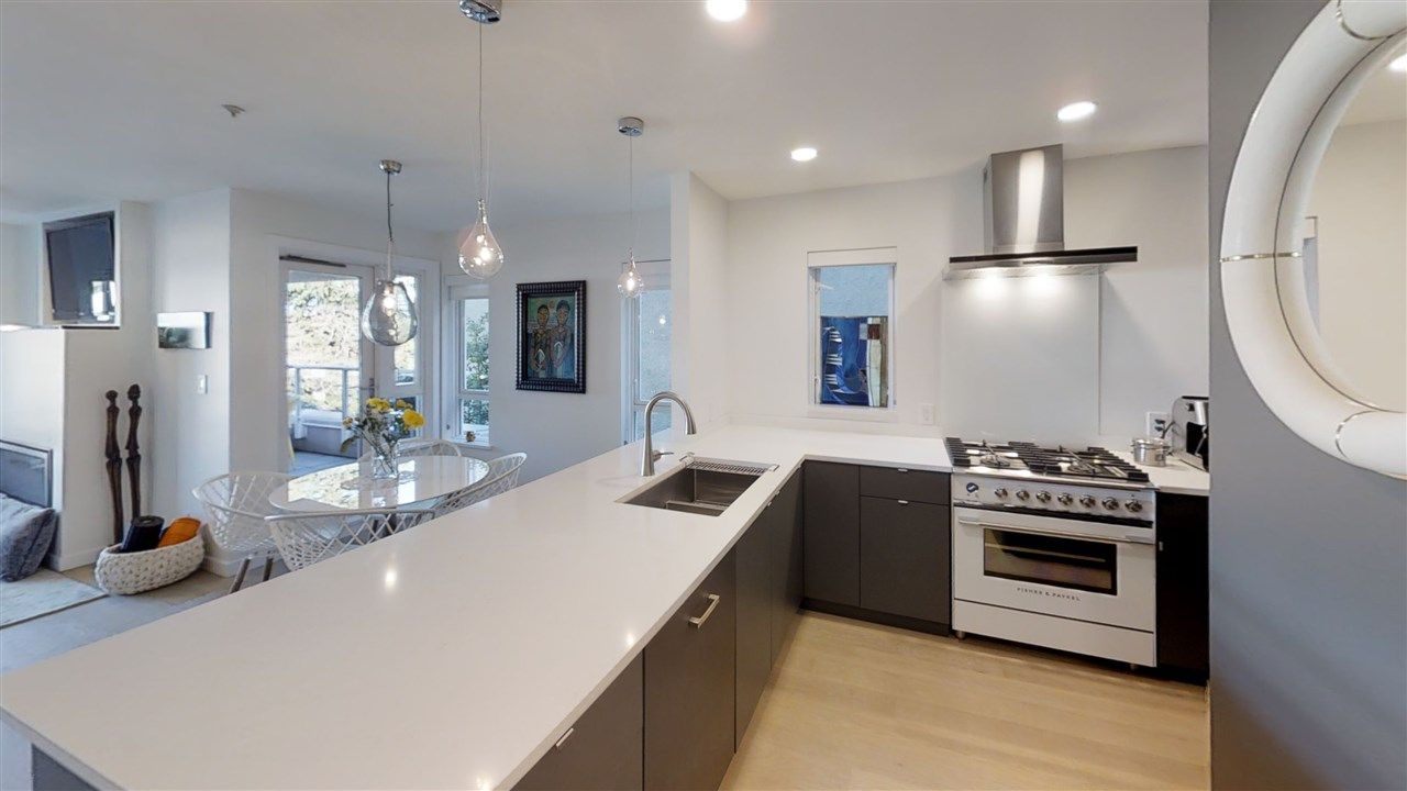 Main Photo: 201 2238 W 2ND Avenue in Vancouver: Kitsilano Condo for sale (Vancouver West)  : MLS®# R2422164