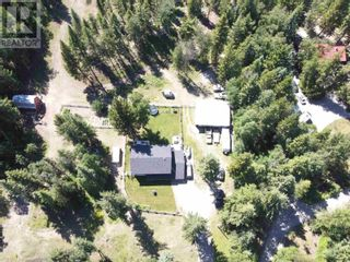 Photo 2: 3302 RED BLUFF ROAD in Quesnel: House for sale : MLS®# R2595855
