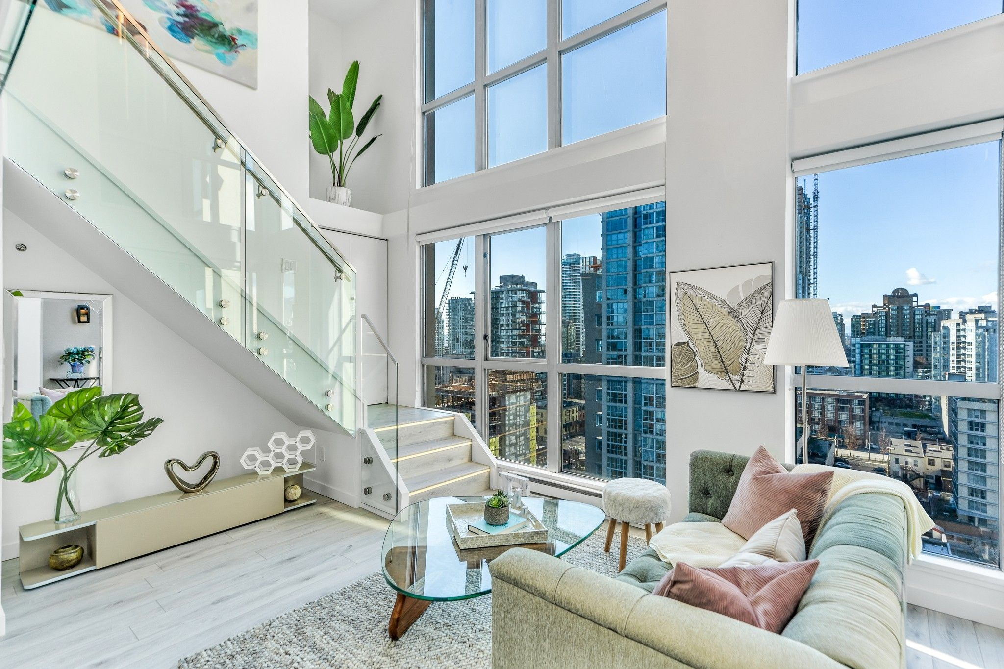 Main Photo: 1804 1238 Richards Street in Vancouver: Yaletown Condo for sale