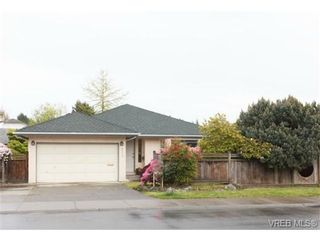 Photo 1: 4113 Larchwood Dr in VICTORIA: SE Lambrick Park House for sale (Saanich East)  : MLS®# 699447