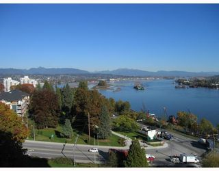 """Photo 2: 901 38 LEOPOLD Place in New_Westminster: Downtown NW Condo for sale in """"LEOPOLD PLACE"""" (New Westminster)  : MLS®# V741631"""