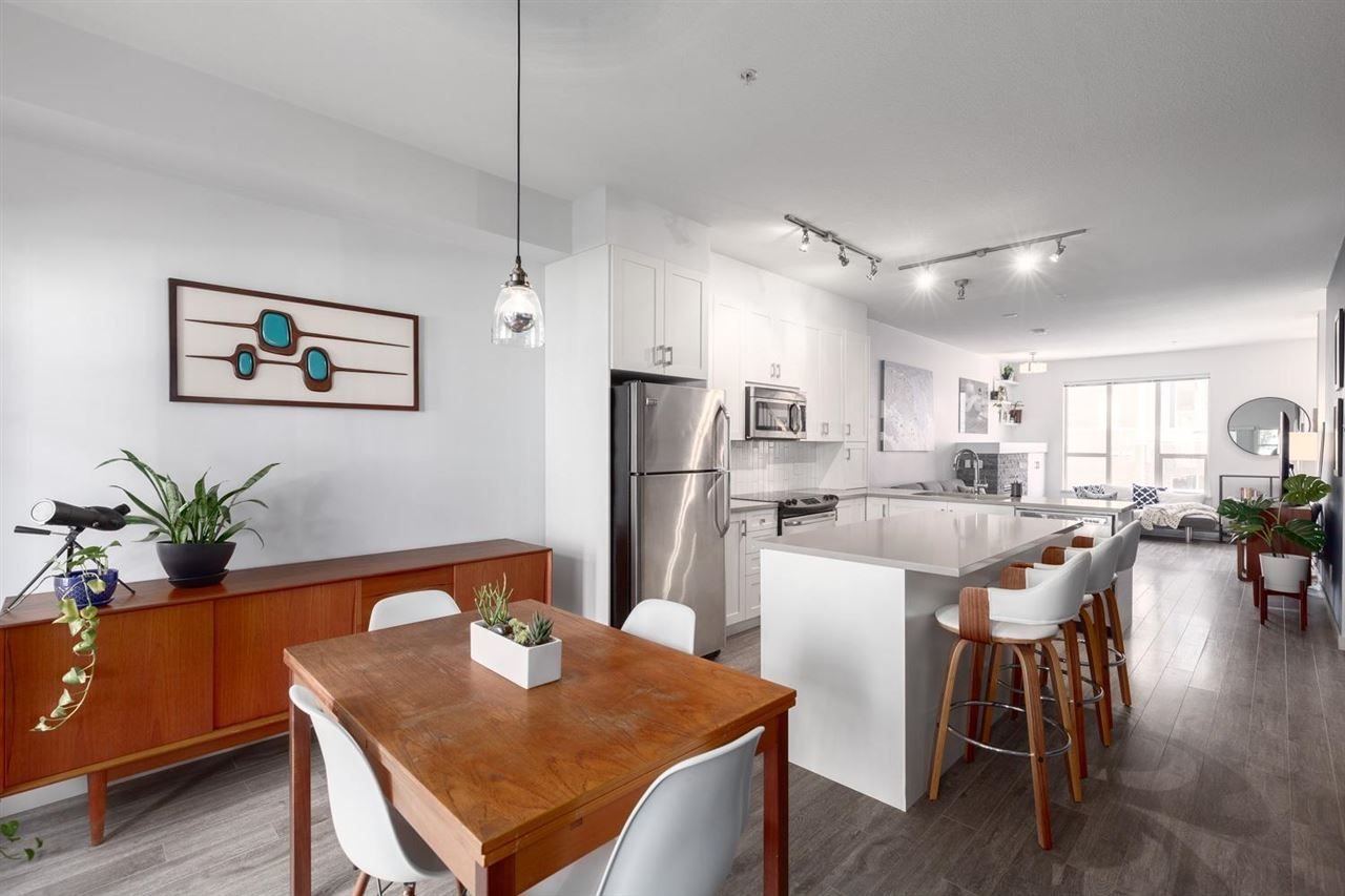"""Main Photo: 38332 EAGLEWIND Boulevard in Squamish: Downtown SQ Townhouse for sale in """"Streams at Eaglewinds"""" : MLS®# R2576309"""