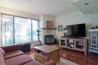 Photo 3: 3383 SEFTON Street in Port Coquitlam: Glenwood PQ Townhouse for sale : MLS®# R2055895