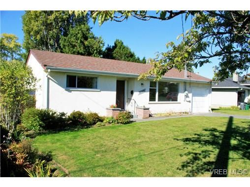 Main Photo: 3228 Kingsley St in VICTORIA: SE Camosun House for sale (Saanich East)  : MLS®# 714032