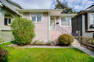 Photo 1: 425 OAK Street in New Westminster: Queens Park House for sale : MLS®# R2502980