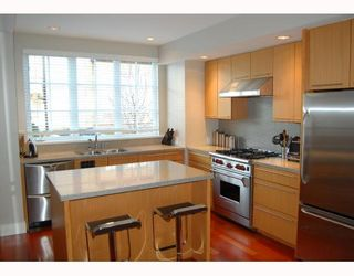 """Photo 4: 906 W 13TH Avenue in Vancouver: Fairview VW Townhouse for sale in """"THE BROWNSTONE"""" (Vancouver West)  : MLS®# V812417"""
