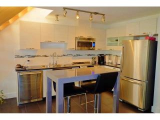 Photo 3: 402 7418 BYRNEPARK WALK in Burnaby: South Slope Condo for sale (Burnaby South)  : MLS®# R2053115