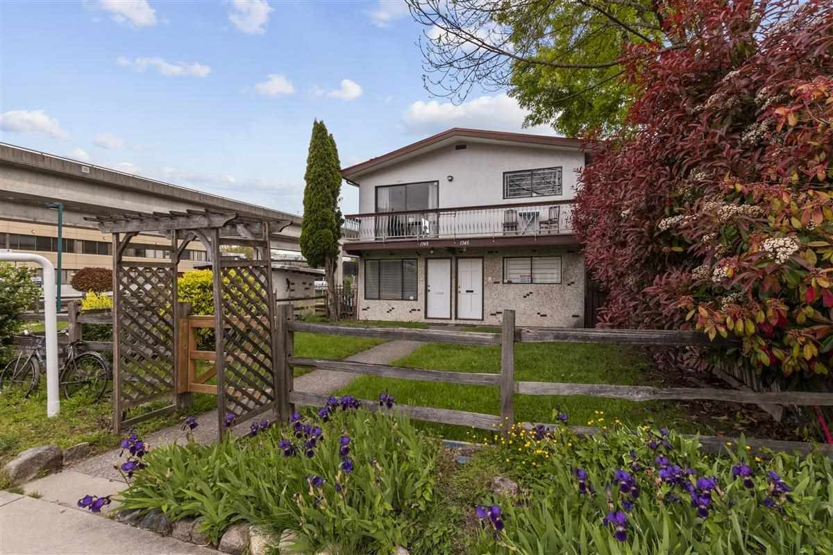 Main Photo: 1743 E 11TH Avenue in Vancouver: Grandview Woodland House for sale (Vancouver East)  : MLS®# R2578382