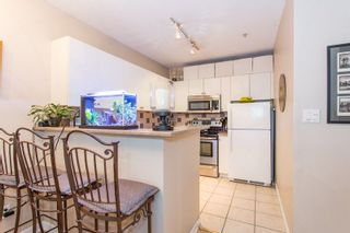 """Photo 7: 605 1177 HORNBY Street in Vancouver: Downtown VW Condo for sale in """"London Place"""" (Vancouver West)  : MLS®# R2304699"""