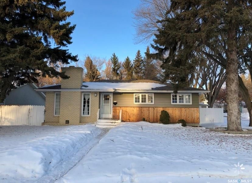 Main Photo: 2502 Jarvis Drive in Saskatoon: Nutana Park Residential for sale : MLS®# SK842237