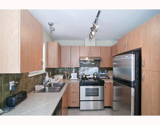 """Photo 4: 301 995 W 59th Ave in Vancouver: Marpole Condo for sale in """"Chruchill Gardens"""" (Vancouver West)  : MLS®# V812017"""