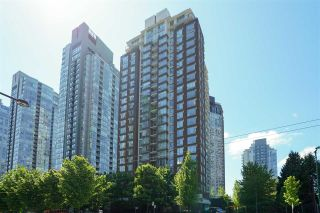 """Photo 1: 305 550 PACIFIC Street in Vancouver: Yaletown Condo for sale in """"AQUA AT THE PARK"""" (Vancouver West)  : MLS®# R2580655"""