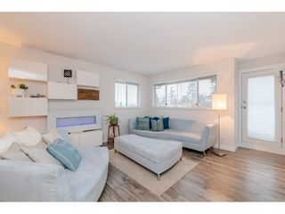 "Photo 3: 304 15991 THRIFT Avenue: White Rock Condo for sale in ""THE ARCADIAN"" (South Surrey White Rock)  : MLS®# R2426777"