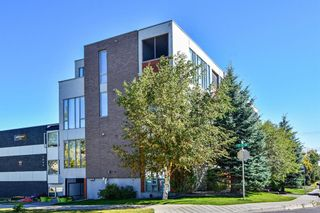Photo 2: 1830 17 Street SW in Calgary: Bankview Row/Townhouse for sale : MLS®# A1101808