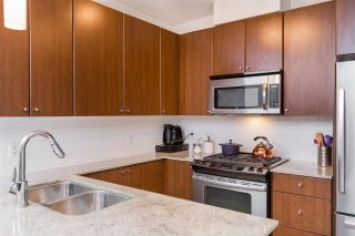 """Photo 5: 1803 280 ROSS Drive in New Westminster: Fraserview NW Condo for sale in """"THE CARLYLE"""" : MLS®# R2376749"""