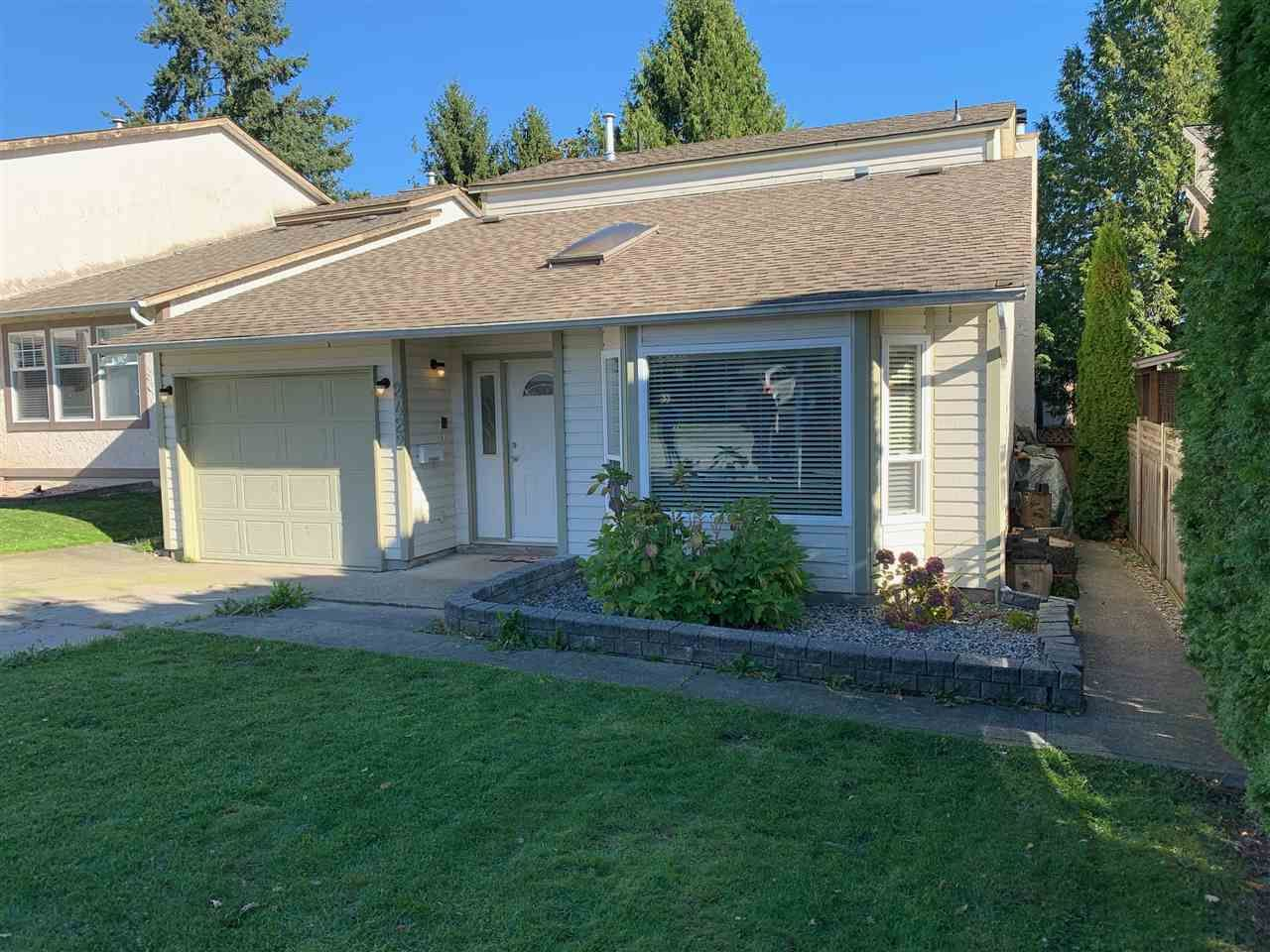 Main Photo: 2422 WAYBURNE Crescent in Langley: Willoughby Heights House for sale : MLS®# R2414956
