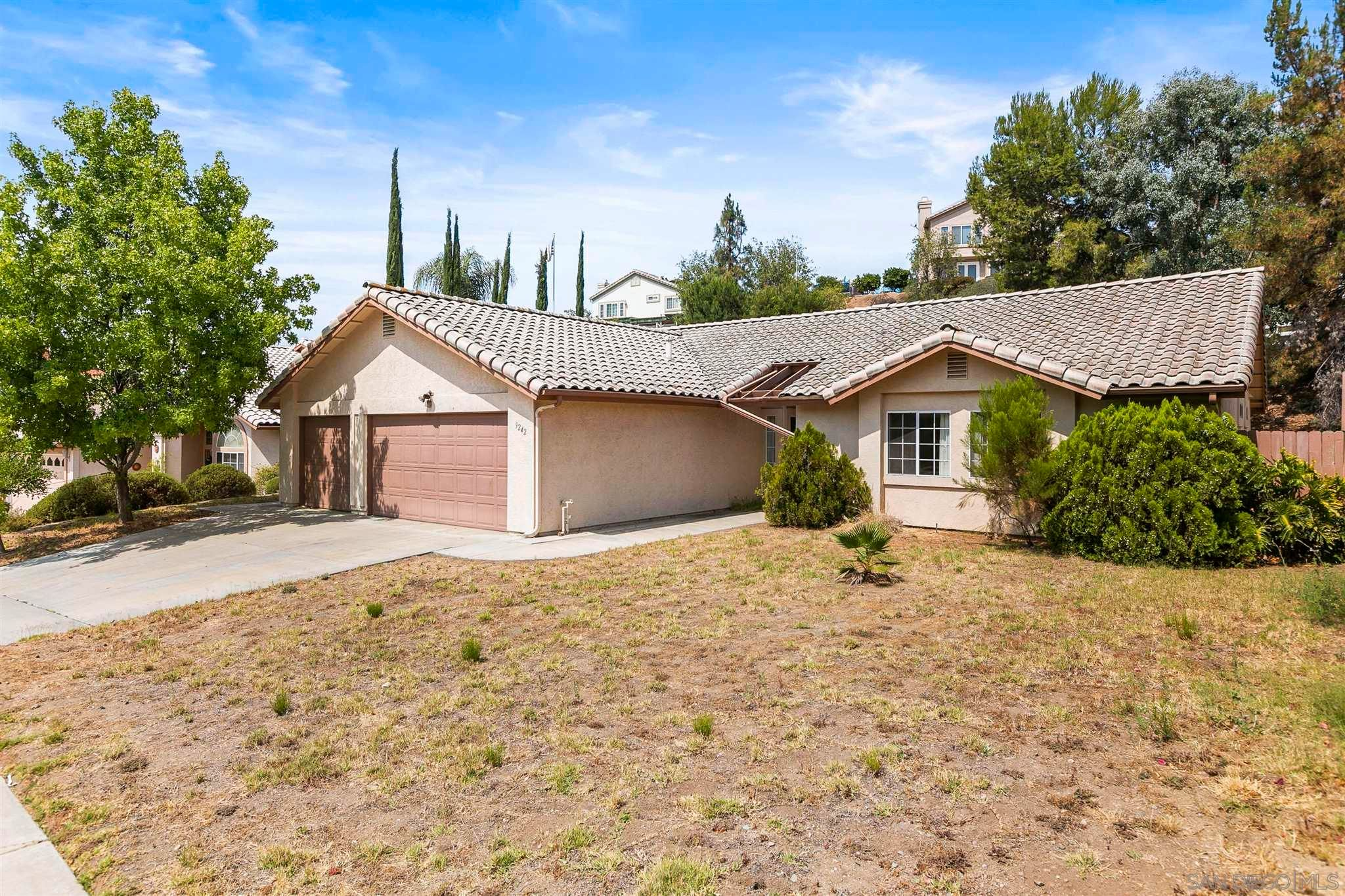 Main Photo: EL CAJON House for sale : 3 bedrooms : 9242 Lake Valley Rd