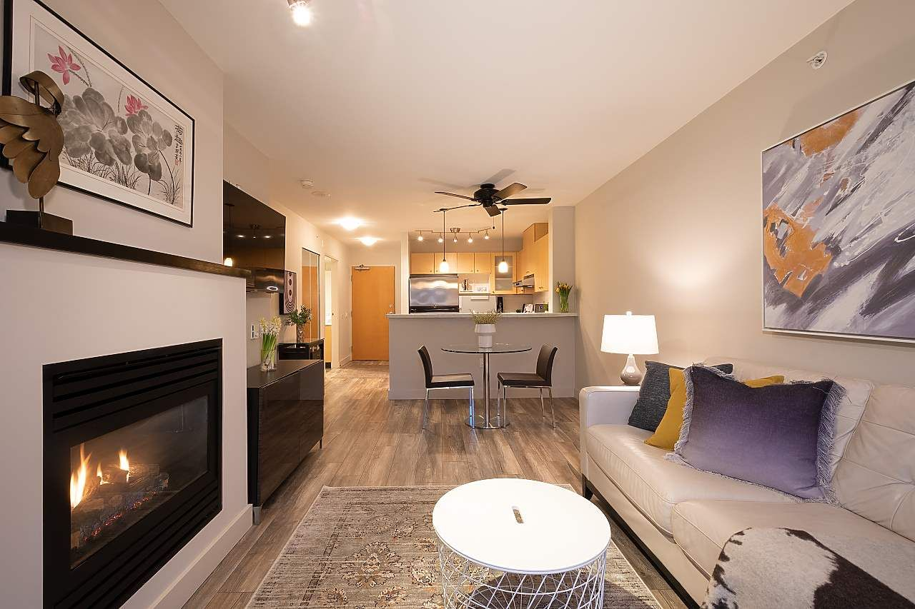 """Main Photo: 404 124 W 1ST Street in North Vancouver: Lower Lonsdale Condo for sale in """"The """"Q"""""""" : MLS®# R2430704"""