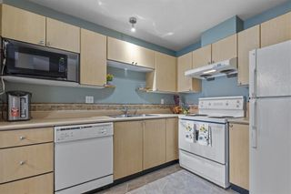 """Photo 6: 208 10186 155 Street in Surrey: Guildford Condo for sale in """"SOMMERSET"""" (North Surrey)  : MLS®# R2528619"""