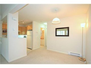 """Photo 3: 23 7088 LYNNWOOD Drive in Richmond: Granville Townhouse for sale in """"LAUREL WOODS"""" : MLS®# V997701"""