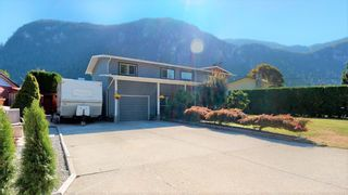 Photo 2: 38244 JUNIPER Crescent in Squamish: Valleycliffe House for sale : MLS®# R2616219
