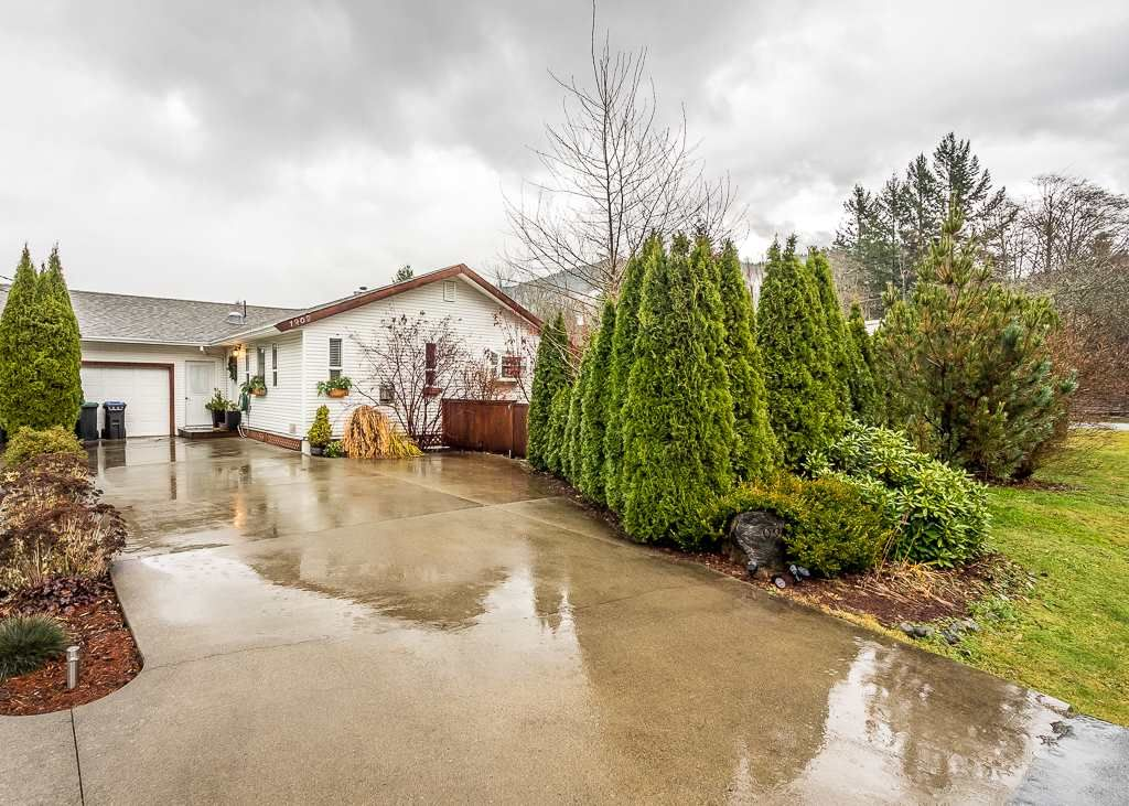 Main Photo: 1209 JUDD Road in Squamish: Brackendale 1/2 Duplex for sale : MLS®# R2224655