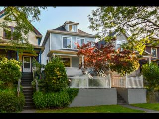 Photo 1: 842 KEEFER STREET in Vancouver: Strathcona House for sale (Vancouver East)  : MLS®# R2400411