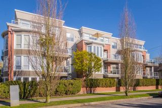 """Photo 15: 402 2288 W 12TH Avenue in Vancouver: Kitsilano Condo for sale in """"CONNAUGHT POINT"""" (Vancouver West)  : MLS®# R2051681"""