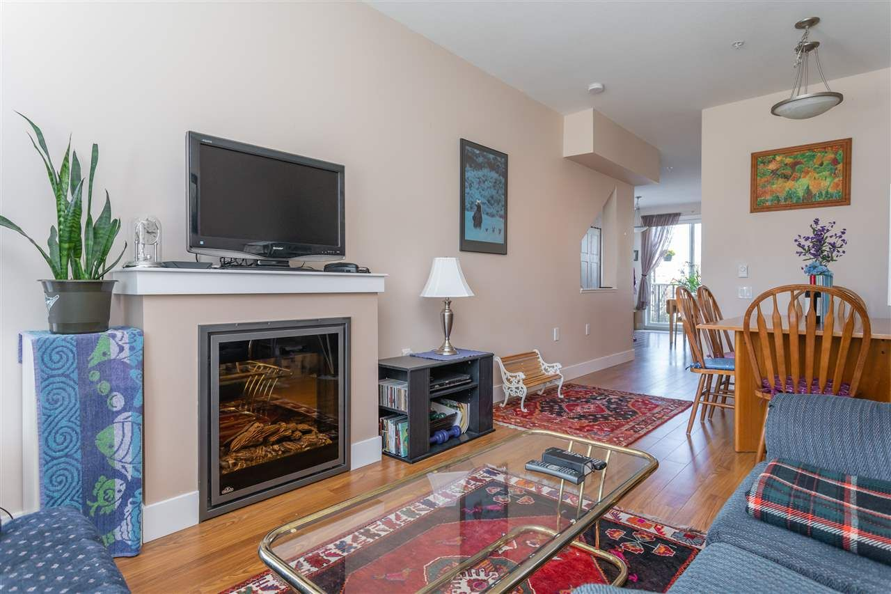 "Photo 2: Photos: 21 8250 209B Street in Langley: Willoughby Heights Townhouse for sale in ""Outlook"" : MLS®# R2352663"