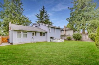 """Photo 2: 14907 SOUTHMERE Place in Surrey: Sunnyside Park Surrey House for sale in """"SOUTHMERE"""" (South Surrey White Rock)  : MLS®# R2468824"""