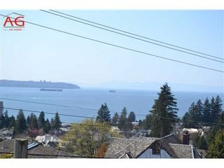 Photo 1: 2301 OTTAWA AVE in West Vancouver: Dundarave House for sale