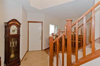 Photo 4: 70 Cresthaven Way SW in Calgary: Crestmont Detached for sale : MLS®# C4285935