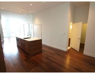 """Photo 7: 102 4375 W 10TH Avenue in Vancouver: Point Grey Condo for sale in """"VARSITY"""" (Vancouver West)  : MLS®# V748079"""