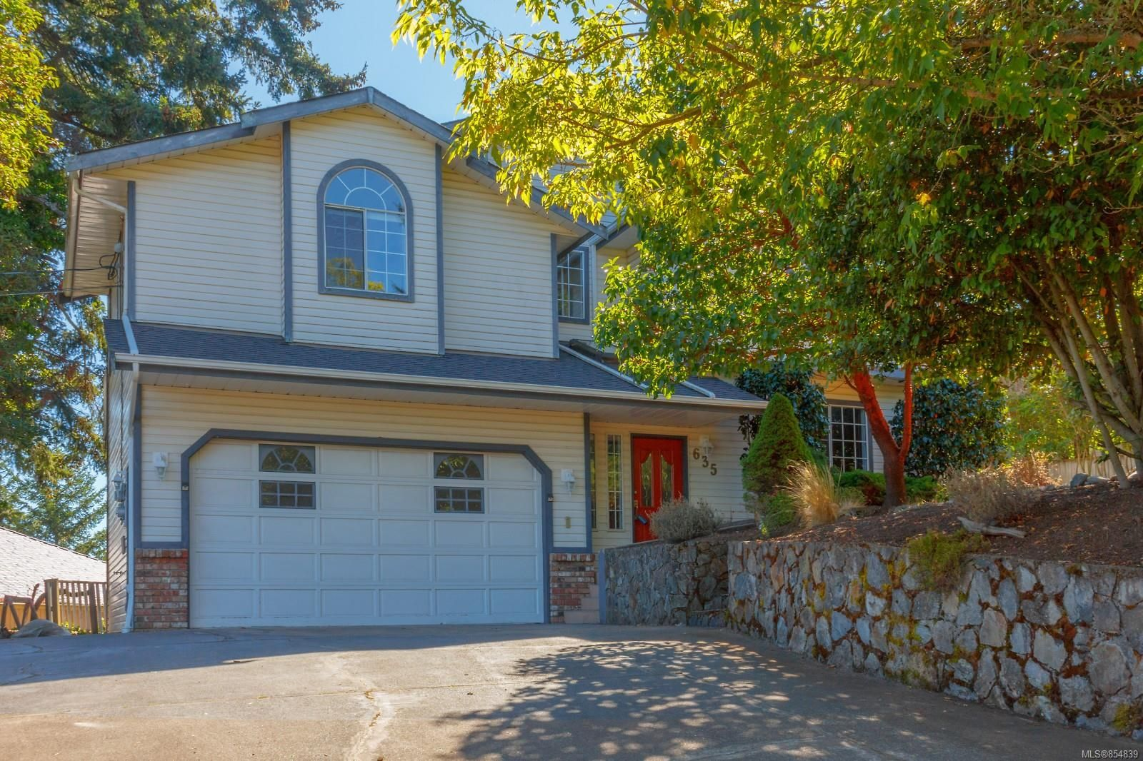 Main Photo: 635 Pattmatt Pl in : Co Triangle House for sale (Colwood)  : MLS®# 854839