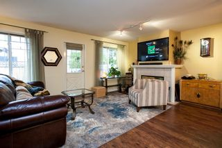 """Photo 6: 10 20761 TELEGRAPH Trail in Langley: Walnut Grove Townhouse for sale in """"Woodbridge"""" : MLS®# R2155291"""
