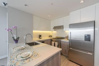 """Photo 5: 3003 4900 LENNOX Lane in Burnaby: Metrotown Condo for sale in """"THE PARK METROTOWN"""" (Burnaby South)  : MLS®# R2418432"""