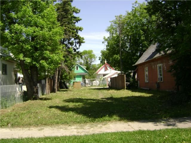 Main Photo: 695 PRITCHARD Avenue in WINNIPEG: North End Residential for sale (North West Winnipeg)  : MLS®# 1010984