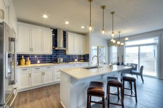 Photo 3: 13 Crestbrook Way SW in Calgary: Crestmont Detached for sale : MLS®# A1140042