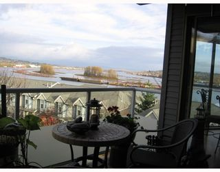 """Photo 1: 202 60 RICHMOND Street in New_Westminster: Fraserview NW Condo for sale in """"GATEHOUSE"""" (New Westminster)  : MLS®# V743649"""