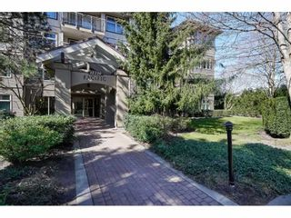 "Photo 1: 411 15220 GUILDFORD Drive in Surrey: Guildford Condo for sale in ""BOULEVARD CLUB"" (North Surrey)  : MLS®# R2540523"