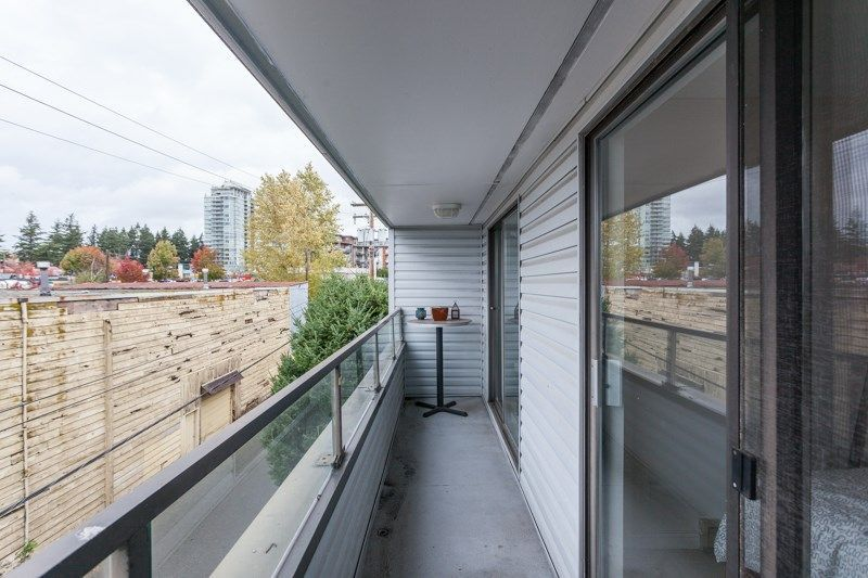 """Photo 12: Photos: 305 1341 GEORGE Street: White Rock Condo for sale in """"OCEANVIEW"""" (South Surrey White Rock)  : MLS®# R2215870"""