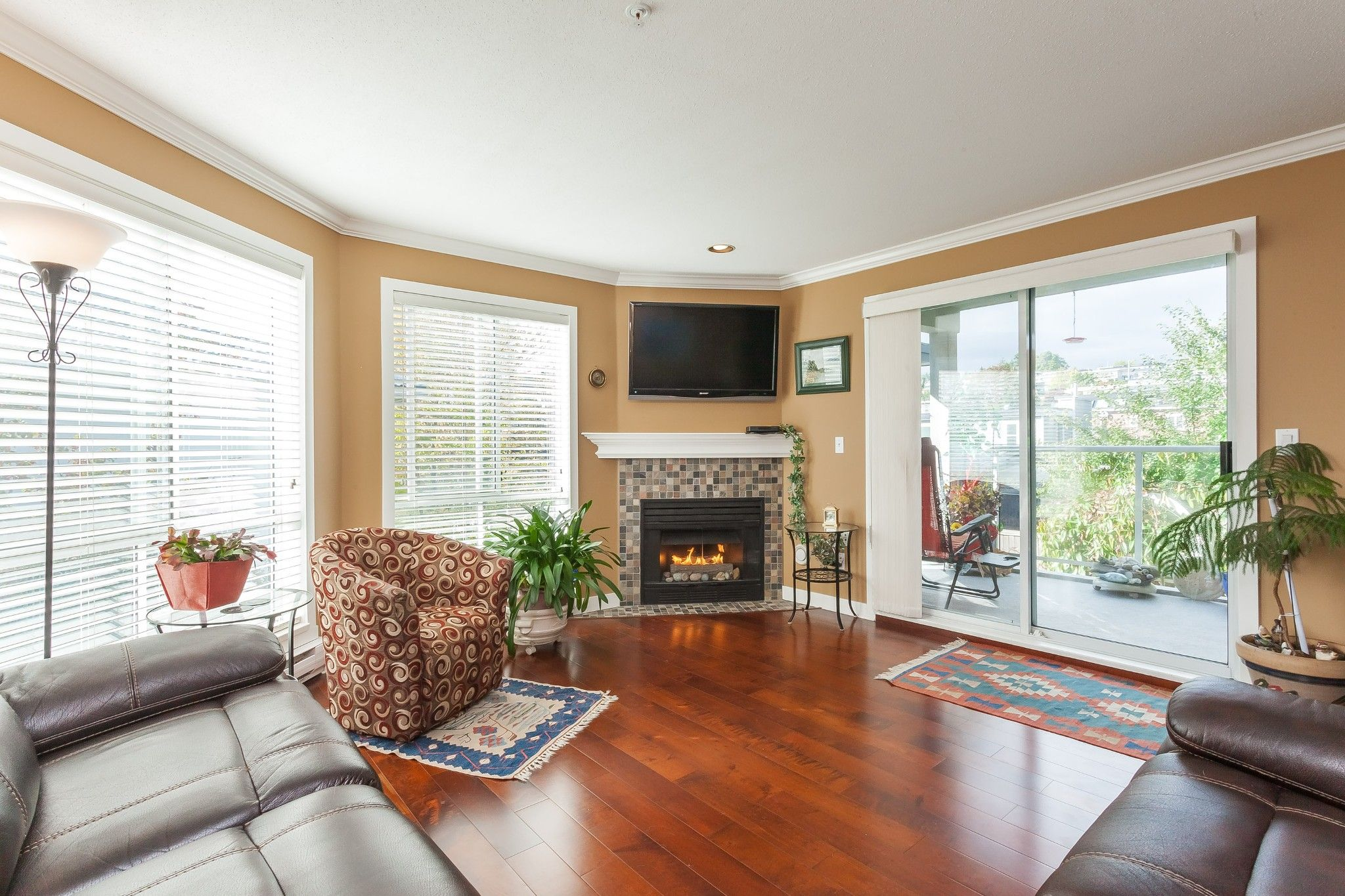 """Main Photo: 307 15941 MARINE Drive: White Rock Condo for sale in """"THE HERITAGE"""" (South Surrey White Rock)  : MLS®# R2408083"""