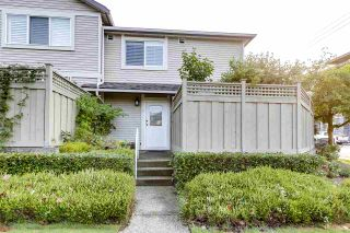 """Photo 2: 11 1818 CHESTERFIELD Avenue in North Vancouver: Central Lonsdale Townhouse for sale in """"Chesterfield Court"""" : MLS®# R2504453"""