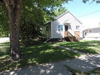 Photo 2: 328 2nd Avenue North in Yorkton: North YO Residential for sale : MLS®# SK813160