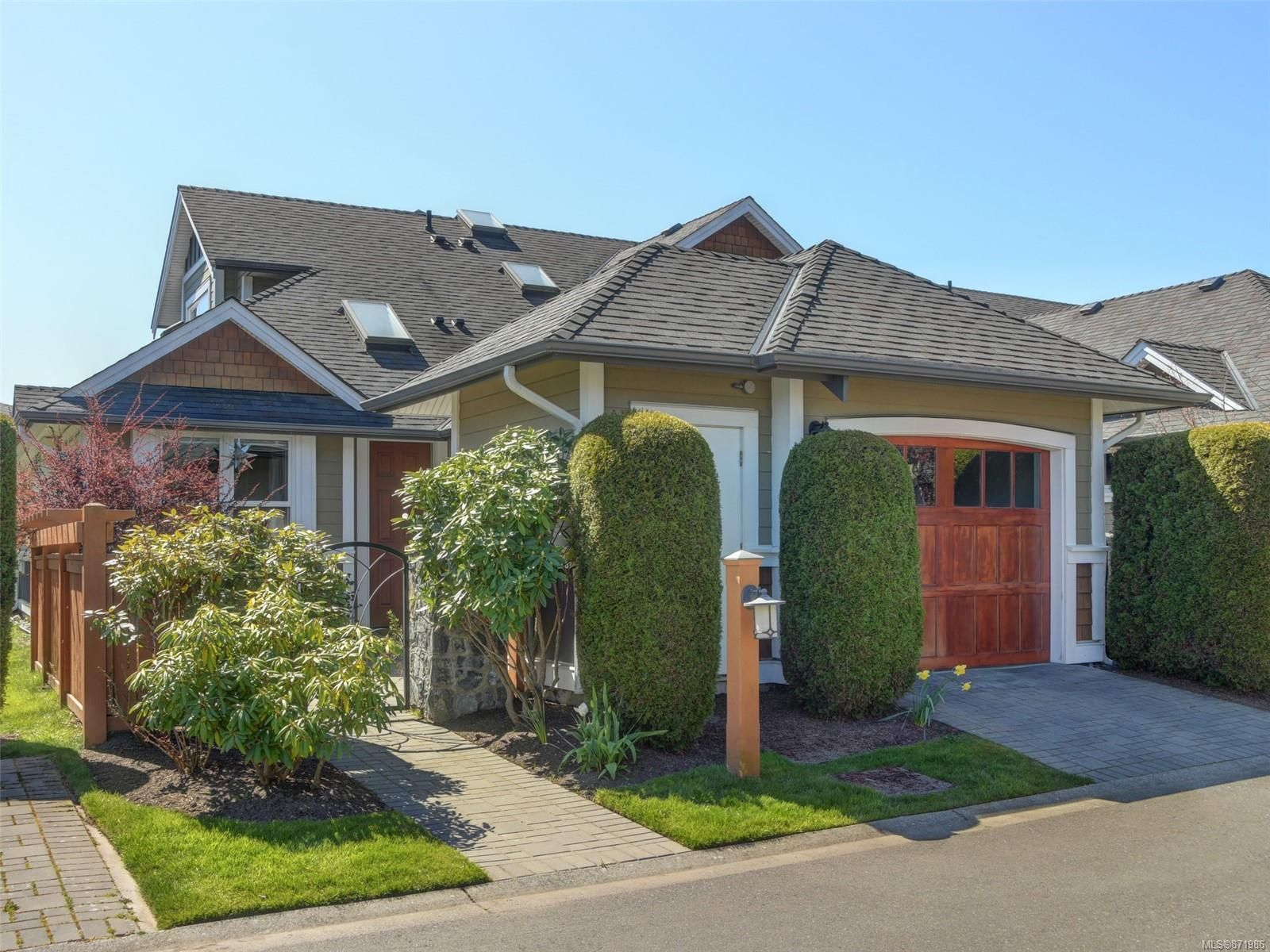 Main Photo: 17 10520 McDonald Park Rd in : NS McDonald Park Row/Townhouse for sale (North Saanich)  : MLS®# 871986