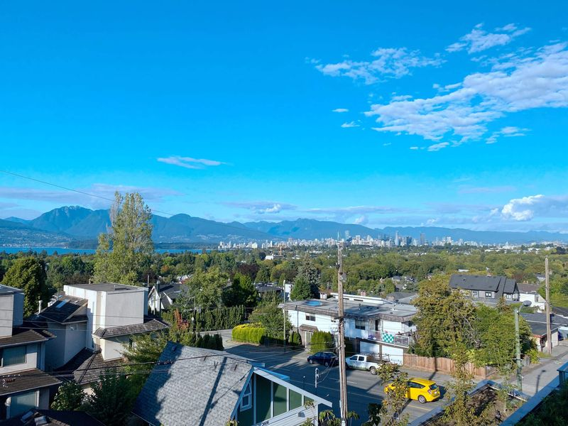 FEATURED LISTING: 304 - 3639 16TH Avenue West Vancouver