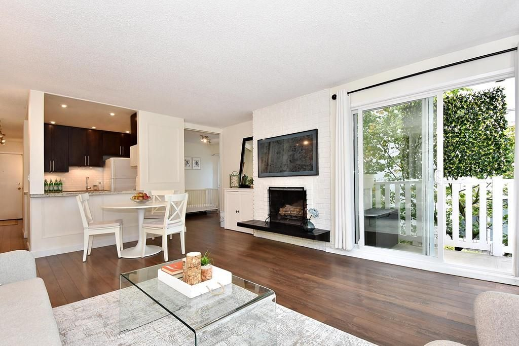 "Main Photo: 206 2365 W 3RD Avenue in Vancouver: Kitsilano Condo for sale in ""LANDMARK HORIZON"" (Vancouver West)  : MLS®# R2409461"